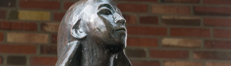 Bernhard Hoetger schuf die Statue der Tänzerin Sent M'Ahesa in Worpswede.