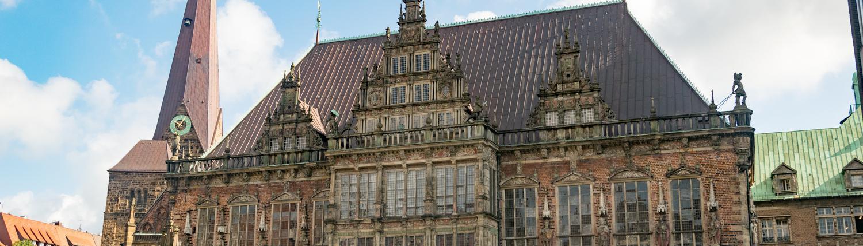 Bremer Rathaus und Roland sind über 600 Jahre alt.