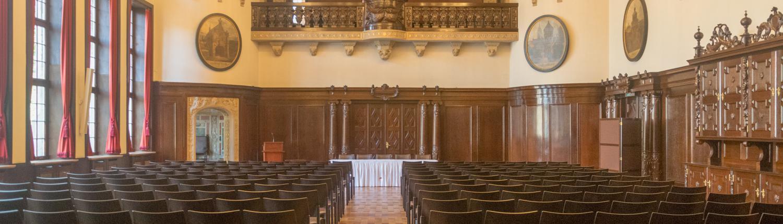Der neue Festsaal im Bremer Rathaus hat eine Jugendstillampe.