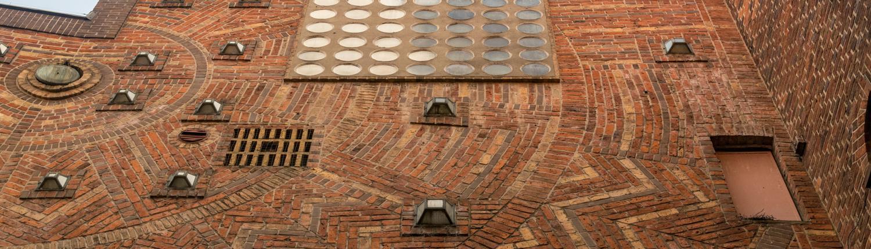 Das Haus Atlantis in Bremens Böttcherstraße hat eine Fassade von Mataré.