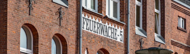 Die Alte Feuerwache 5 im Hafen in Bremen ist heute ein Restaurant.