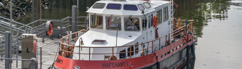 Berufsschifffahrt gibt es in der Überseestadt Bremen immer noch.