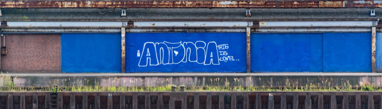 Graffiti gehören in Bremen zum Hafen.